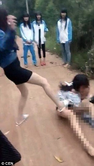 Middle school girl stipped naked in fights videos
