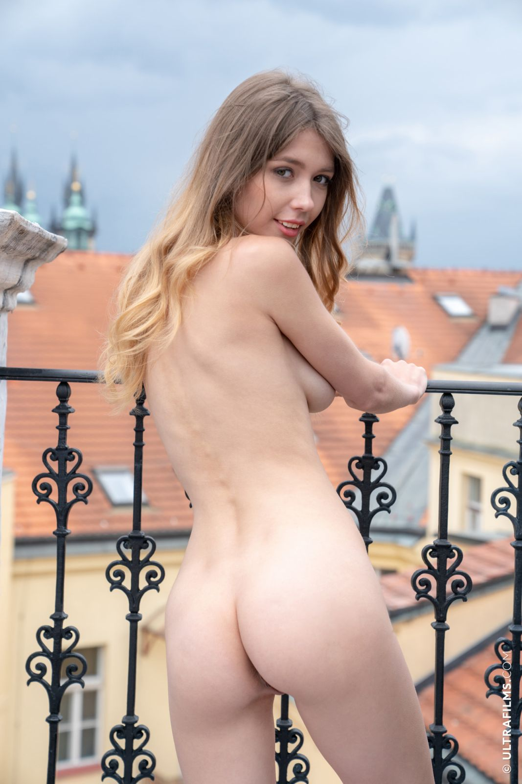 Nude images of ordinary girls