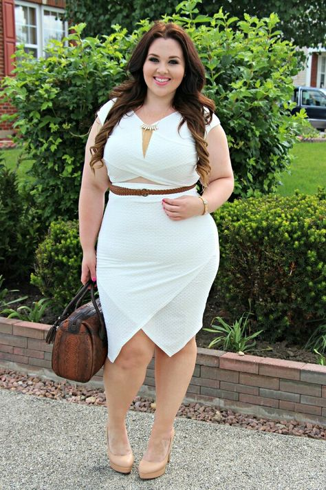 Plus size girl naked in heels